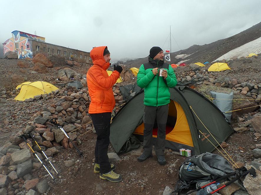 Podziwiamy zamglony szczyt Kazbek