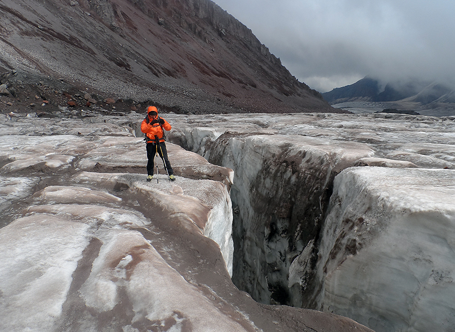 Szczelina na lodowcu Gergeti