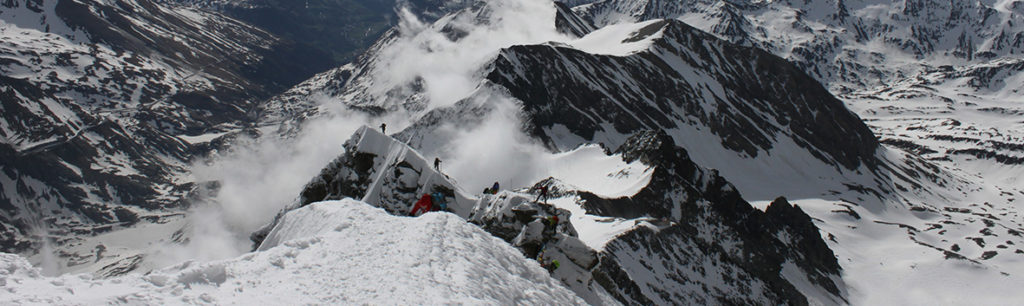 widok na kleinglocknera i grań prowadzaca na oba szczyty